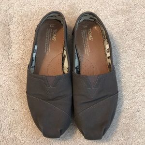 TOMS, Ash (Charcoal Gray), Size 8